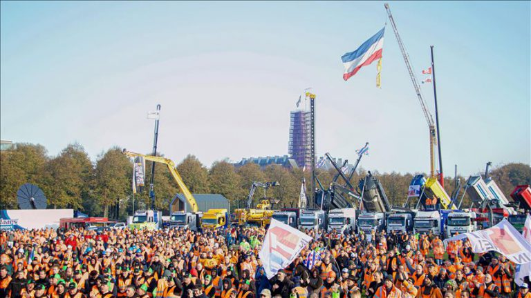 Dutch construction workers protest pollution rules
