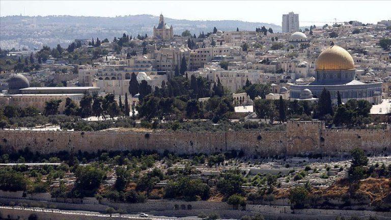 Scores of Jewish settlers storm Al-Aqsa amid tension